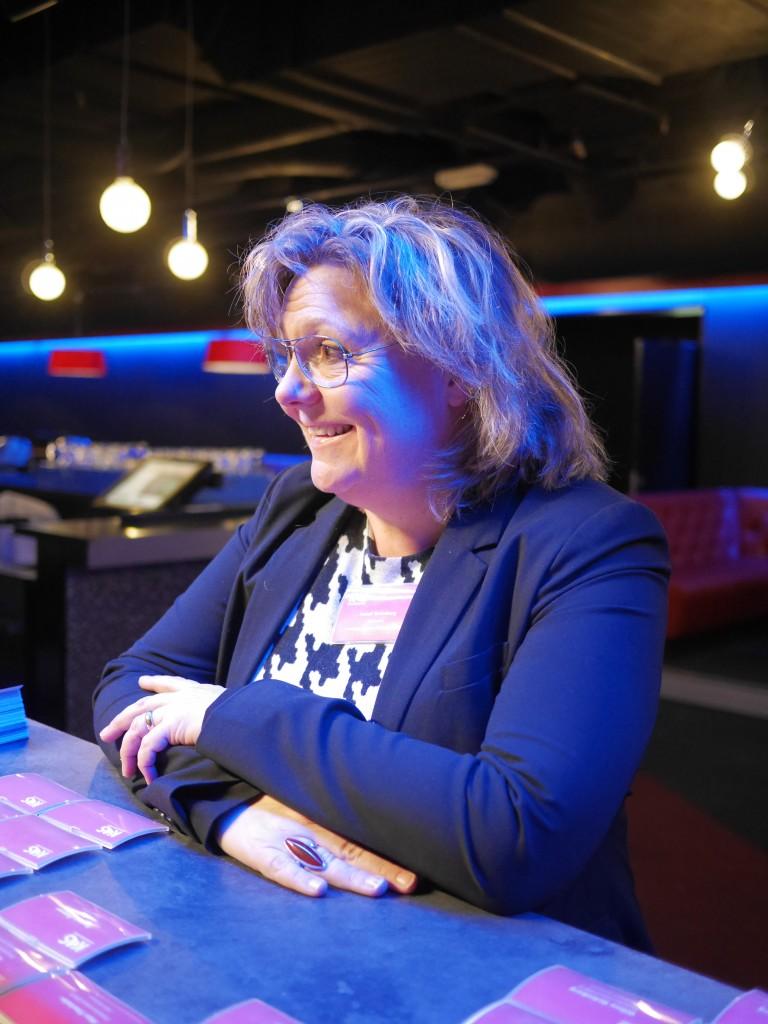 Anneli Strömberg vid incheckningsdisken