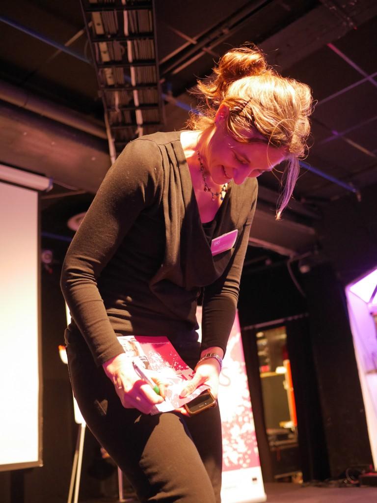 Nina Ohlsson vid scenkanten