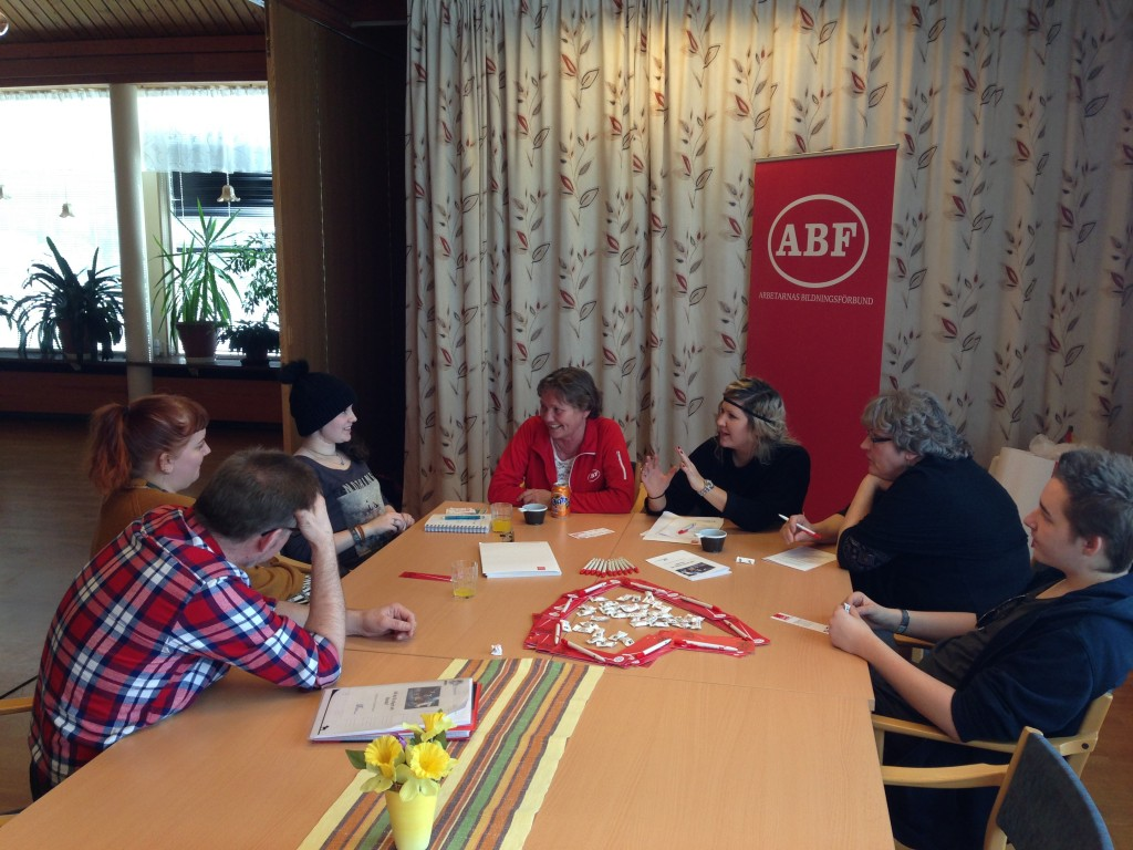 Ruth och Linnea från ABF Dala-Finnmark informerar om sin verksamhet